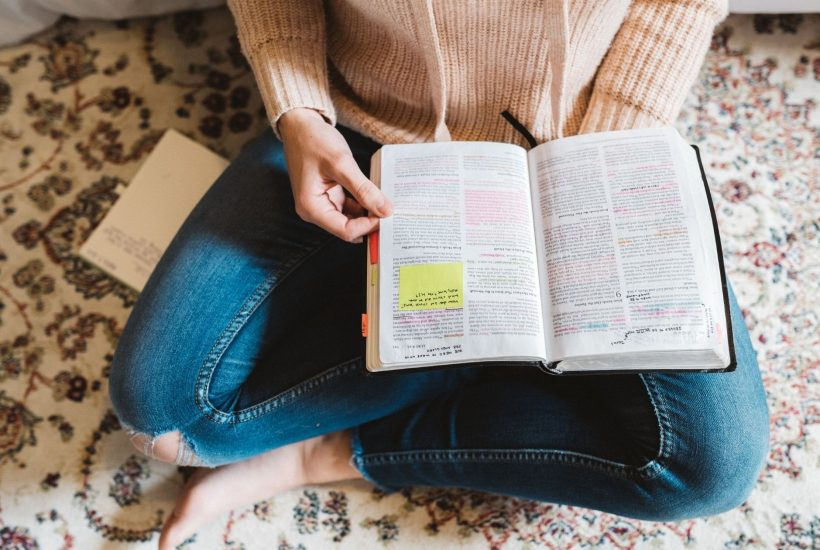 woman-sitting-on-the-floor-doing-a-SOAP-Bible-Study
