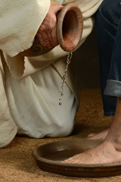 Jesus being a faithful servant by washing a man's feet